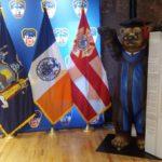 """In New York angekommen: Der """"City of Berlin Scholarship"""" Buddy Bär kurz vor seiner feierlichen Übergabe  an das Hauptquartier der Feuerwehr."""