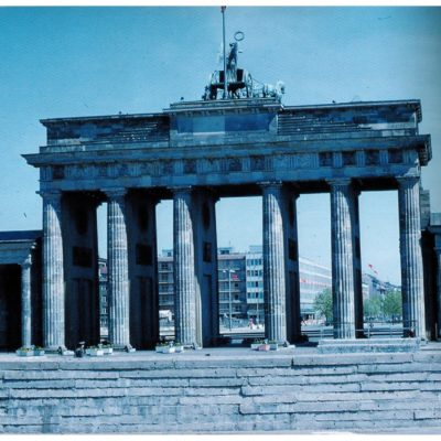 The Brandenburg gate, with the second generation of the wall.